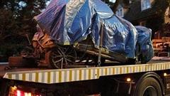 Anh: Xe hơi lao vào nhà dân, 4 người tử nạn trong biển lửa