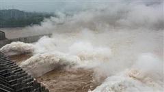 Tin lũ lụt mới nhất ở Trung Quốc: Sông Trường Giang gánh chịu đỉnh lũ lần thứ 5, đập Tam Hiệp một lần nữa bị đe dọa