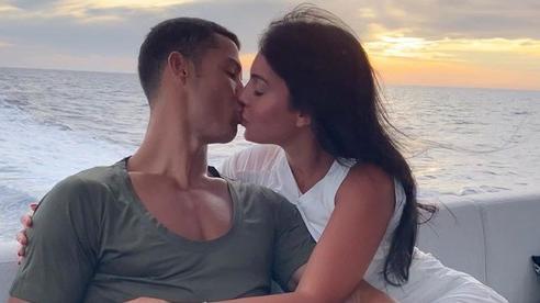Georgina ngày càng ra dáng vợ Ronaldo: Vừa nữ công gia chánh vừa công khai khẳng định 'chủ quyền' với bạn trai