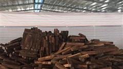 Bắt giữ 60 container nghi là gỗ Giáng hương trị giá 20 tỉ đồng