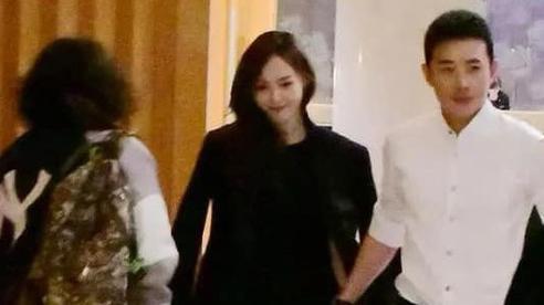 Vợ chồng Đường Yên - La Tấn khiến fan ngưỡng mộ và ghen tị khi công khai làm hành động tình tứ đậm chất ngôn tình giữa đám đông