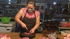 Sạp chợ cố thủ giá cao, thịt lợn quay 400 nghìn/kg