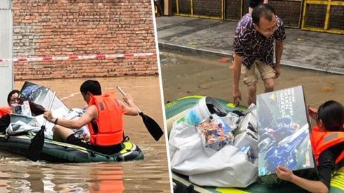 Chị vợ dũng cảm băng qua nước lũ, phá cửa sổ để cứu đống đồ chơi Gundam của chồng
