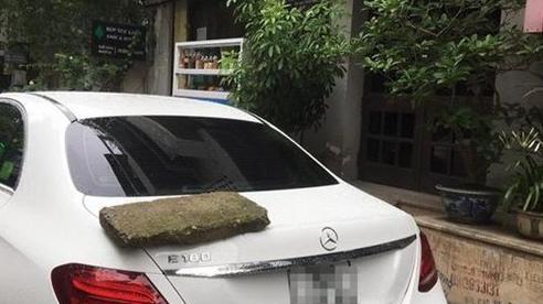 Đỗ ô tô chắn lối cửa ra vào, chủ nhà quyết định xử đẹp theo cách nhẹ nhàng nhưng lại khiến chủ xe 'khóc thét'