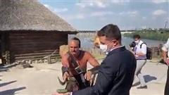 Màn biểu diễn thử thách lòng dũng cảm của Tổng thống Ukraine Zelensky