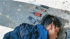 Trộm xe máy bị người dân truy đuổi, nam thanh niên rút súng bắn chỉ thiên