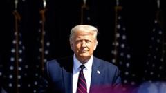 Bầu cử Mỹ: Tổng thống Trump 'đánh phủ đầu' đối thủ Joe Biden