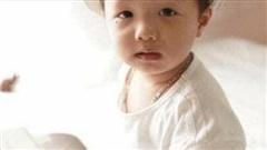 Bố lơ đãng 5 phút, con trai 2 tuổi bị lạc suốt đêm chưa tìm thấy