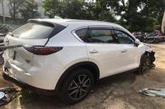 Kẻ nghi ngáo đá bỏ lại chiếc taxi 7 chỗ, trộm xe Mazda CX5