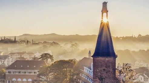 Trường Đại học ở Việt Nam đẹp như một bức tranh, đến cả Sơn Tùng M-TP, Soobin Hoàng Sơn cũng lên tận nơi check-in