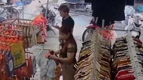 Hé lộ clip nữ nghi phạm cùng người yêu đưa bé trai đi mua quần áo mới để thay đổi nhận dạng