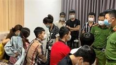 10 nam nữ mở 'tiệc' ma túy mừng sinh nhật bất chấp dịch