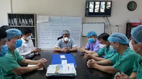 Ở nơi giành giật sự sống cho bệnh nhân Covid-19: 'Tướng' ngành y xung trận