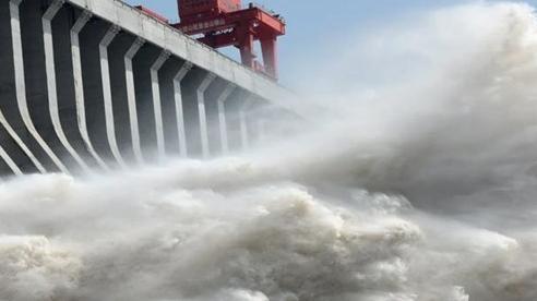 Nước sông dâng cao bất thường, đập Tam Hiệp hứng lũ kỷ lục