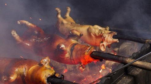 Thịt lợn quay trứ danh khiến thực khách hằng ngày phải xếp hàng dài chờ đợi nhờ cách quay thịt độc đáo