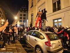 Pháp: Đại lộ Champs-Elysees tan hoang sau trận chung kết C1