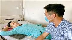 Cụ ông 61 tuổi bị thủng ruột non do hóc xương cá