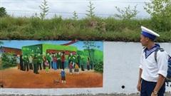 Con đường cũ kỹ bất ngờ biến thành bức tranh nhiều màu sắc ở ngoại thành Hà Nội