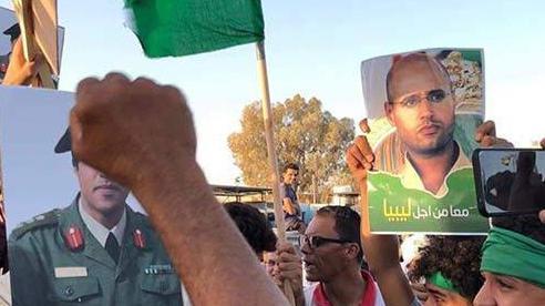 Libya 'nóng': Người dân xuống đường biểu tình, ủng hộ con trai ông Gaddafi tái xuất chính trường