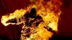 Nghi án chồng tẩm xăng đốt vợ
