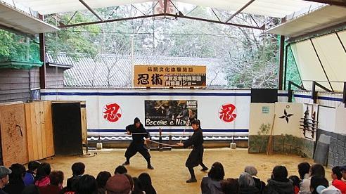 Két sắt chứa 9.500 USD bị trộm khỏi bảo tàng ninja Nhật Bản