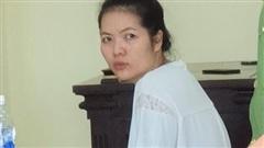 Nữ giám đốc khai đâm chết người tình để tự vệ do bị dọa hiếp trên xe