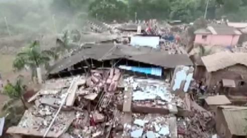 Tòa nhà 5 tầng đổ sập trong mưa lớn, 90 người bị chôn vùi