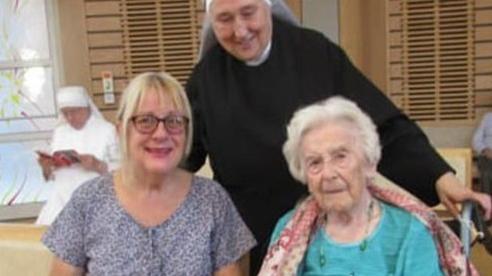 Hé lộ bí kíp siêu đơn giản để sống thọ và minh mẫn của cụ bà 107 tuổi