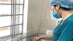 Hà Nội: Bé sơ sinh bị bỏ rơi trong khe tường có những chuyển biến tích cực về sức khỏe