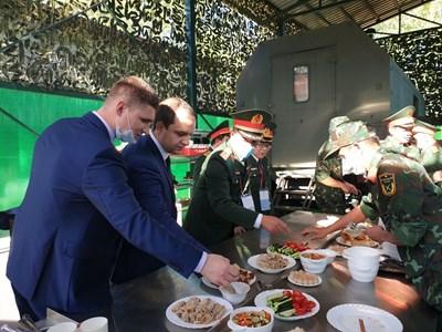 Bếp dã chiến thu hút khách ăn tại Army Games