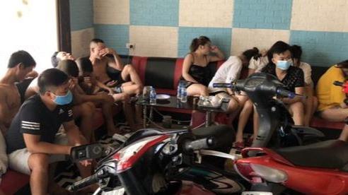 15 đối tượng bay lắc trong quán karaoke ở Hải Dương giữa mùa dịch COVID-19