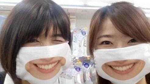 Cửa hàng ở Nhật sáng tạo ra khẩu trang in hình nụ cười để khách hàng cảm thấy thân thiện hơn trong mùa dịch