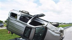 Cách xử trí trong tình huống xe bị nổ lốp trên đường