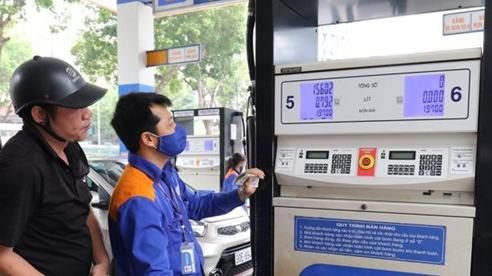 Chiều nay giá xăng sẽ tăng nhẹ?