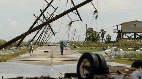 Chùm ảnh siêu bão Laura tàn phá phía Nam nước Mỹ: Ít nhất 4 người thiệt mạng, nhà cửa hư hỏng nặng nề, cuộc sống người dân bị đảo lộn