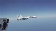 Lầu Năm Góc tung video tiêm kích Nga bay gần mũi B-52 Mỹ