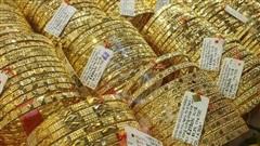 Giá vàng hôm nay 30-8: Giảm nhẹ nhưng vẫn trên 56 triệu đồng/lượng