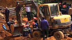 Vụ sập công trình 4 người tử vong: Nhiều gia đình nằm trong vùng nguy hiểm