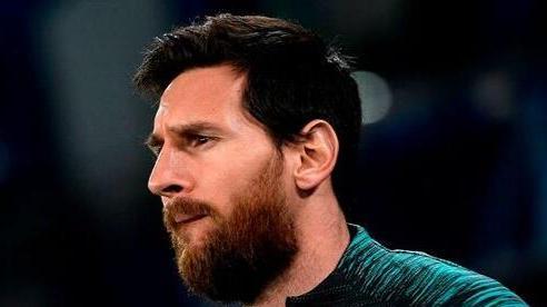 Messi bỏ buổi tập đầu tiên của Barca