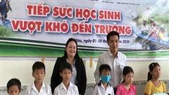 Học bổng tiếp sức học sinh khó khăn vùng sông nước Cà Mau