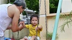 Hà Nội: Đồ phế liệu được tái chế làm khu thư giãn của người lớn, vui chơi miễn phí cho trẻ nhỏ