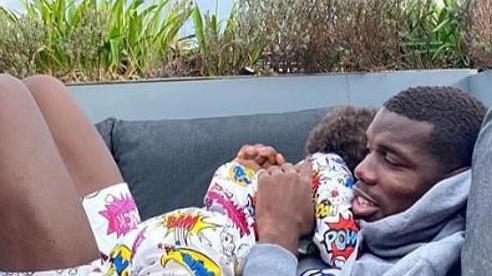 Paul Pogba khoe ảnh ôm ấp con trai trong lúc đang cách ly vì dương tính với Covid-19