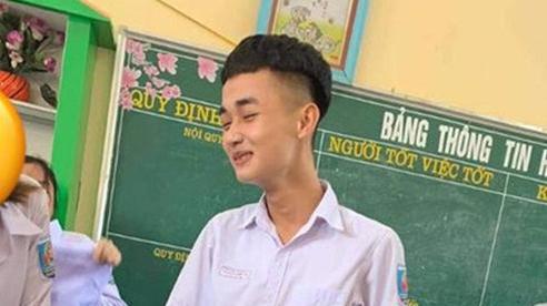 Hồ hởi nhận đồng phục ngày tựu trường, nam sinh bỗng biến thành 'diễn viên hài'