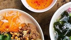 Chán cơm, đổi món với thịt bò xào ăn kèm bún, cả nhà ai cũng thích mê