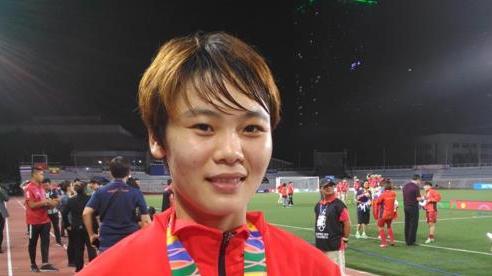 Tuyển thủ nữ Việt Nam ghi bàn vào lưới Thái Lan chuẩn bị sang Bồ Đào Nha chơi bóng