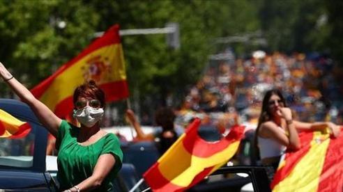 Xét nghiệm COVID-19 cho hàng nghìn giáo viên trước khai giảng tại Tây Ban Nha