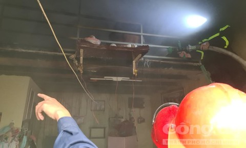 Trong chốc lát, ngọn lửa thiêu rụi phòng trọ ở Sài Gòn