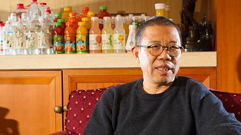 Zhong Shanshan: Từ thợ xây chưa tốt nghiệp cấp một đến tỷ phú giàu thứ 3 Trung Quốc nhờ nước đóng chai
