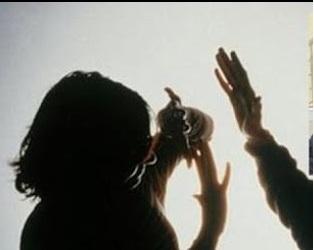Ghen tuông, chồng dùng dao chém vợ nguy kịch