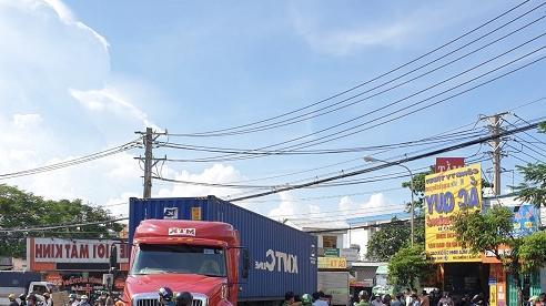 Va chạm với xe container, hai phụ nữ ở Bình Dương tử vong thương tâm